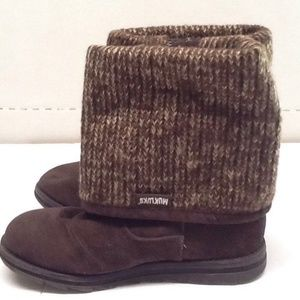 Women's MukLuks Boots Size 6 Brown.